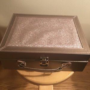 Makeup case/jewelry box